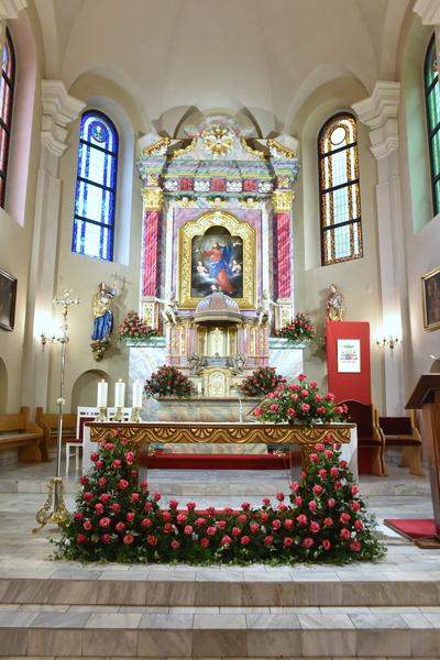 Biskup Edward Janiak poświęcił odnowiony ołtarz w Gołuchowie